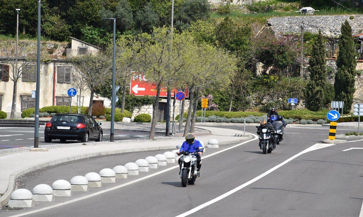 Mopedisti i motociklisti prebrzi, ne nose kacigu i voze bez ispita