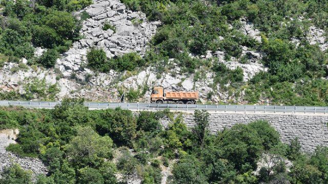 U nadzoru teretnjaka i autobusa 82 prekršaja, 11 teretnih vozila isključeno iz prometa
